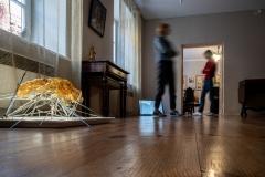 """Vilniaus galerijų savaitgalio speciali paroda """"Kita oda"""". Evelina Bernatonytė """"Svetimkūnis"""" (2021). Foto K. Pleita"""