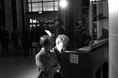 """Parodos """"Keliaujantys muzikantai"""" atidarymas Vilniaus geležinkelio stotyje   Pianistai Sonata ir Rokas Zubovai"""