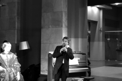 """Parodos """"Keliaujantys muzikantai"""" atidarymas Vilniaus geležinkelio stotyje   Pianistas Rokas Zubovas"""