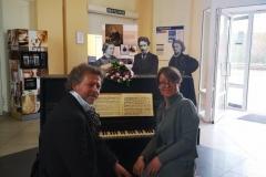 """Parodos """"Keliaujantys muzikantai"""" atidarymas Varėnos geležinkelio stotyje"""